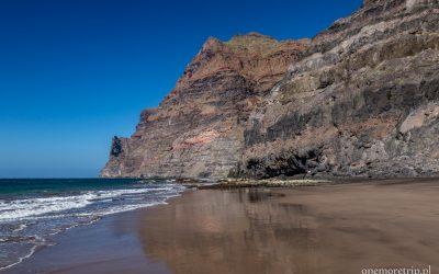 Otoczona klifami dziewicza plaża Gui-Gui