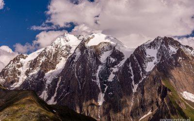Szczyty górskie ponad przełęczą Pfitscher Joch